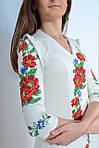 Нарядное платье в белом цвете украшено вышитыми маками , фото 2