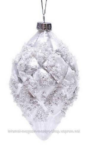 Елочное украшение с декором из бусин жемчуга