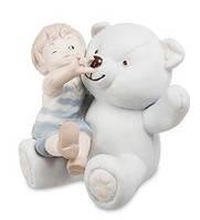 """Фарфоровая статуэтка """"Мальчик с мишкой"""" бисквит (Pavone) JP-48/31"""