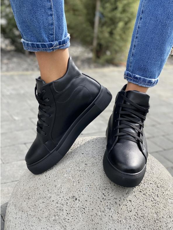 Женские ботинки кожаные зимние черные Yuves
