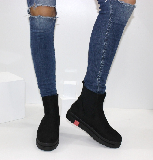 Женские зимние замшевые ботинки на толстой подошве на резинках