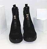 Демисезонные женские ботинки черные из натуральной замши на молнии на фасаде, фото 5