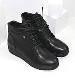 Демисезонные женские ботинки черного цвета на танкетке, фото 2