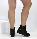 Демисезонные женские ботинки черного цвета на танкетке, фото 9