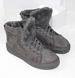 Демисезонные женские замшевые ботинки серого цвета, фото 2