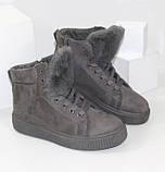 Демисезонные женские замшевые ботинки серого цвета, фото 3