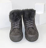 Демисезонные женские замшевые ботинки серого цвета, фото 4