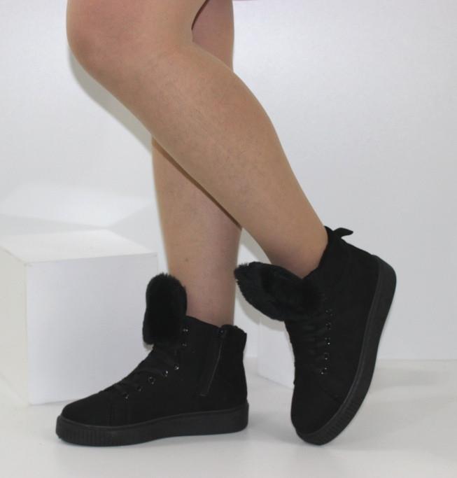 Демисезонные женские замшевые ботинки черного цвета