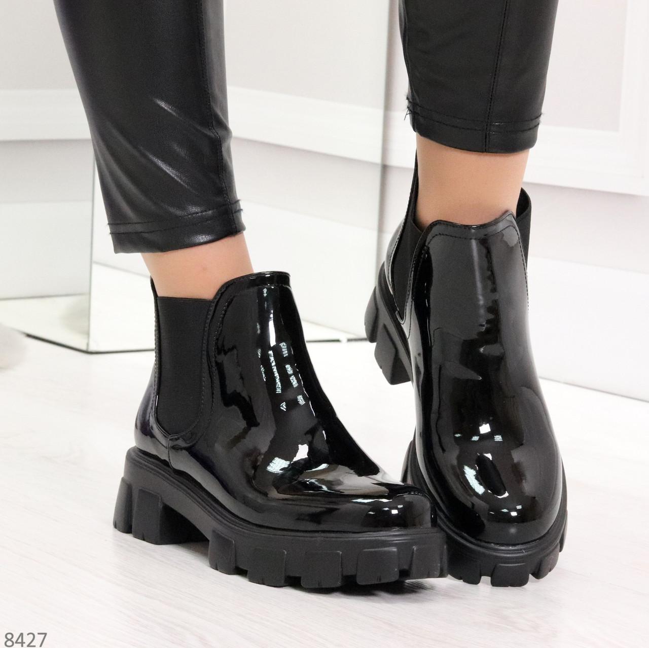 Модные демисезонные женские лаковые ботинки челси на массивной подошве