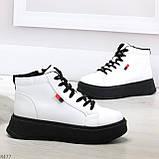 Стильные высокие черные - белые женские кроссовки кеды криперы на шнуровке, фото 2