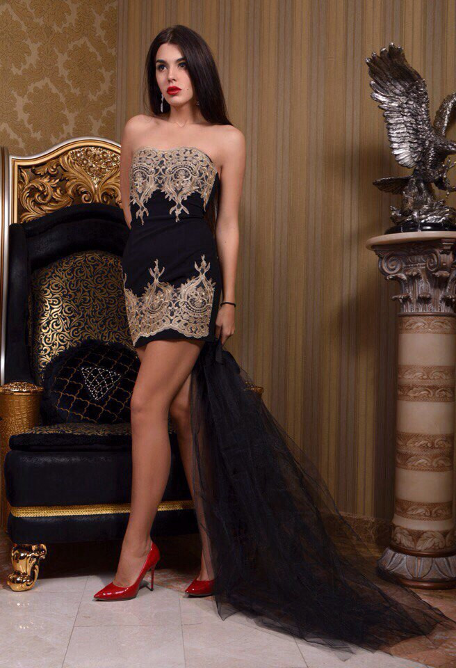 Женское мини-платье без бретелек