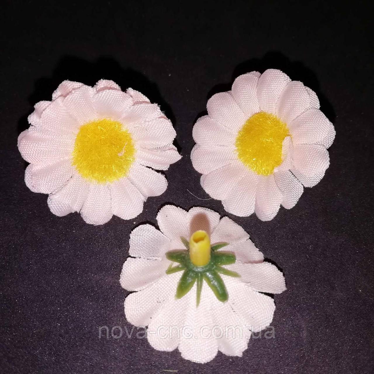 """Квітка тканинний """"Ромашка"""" персикова 3 см 100 шт в упаковці"""