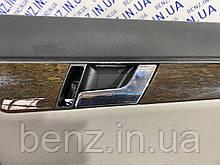 Внутренняя ручка передней правой двери Mercedes W204, S204