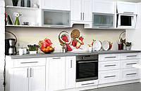 Скинали на кухню Zatarga «Клубночно-кокосовый шик» 600х3000 мм виниловая 3Д наклейка кухонный фартук, фото 1