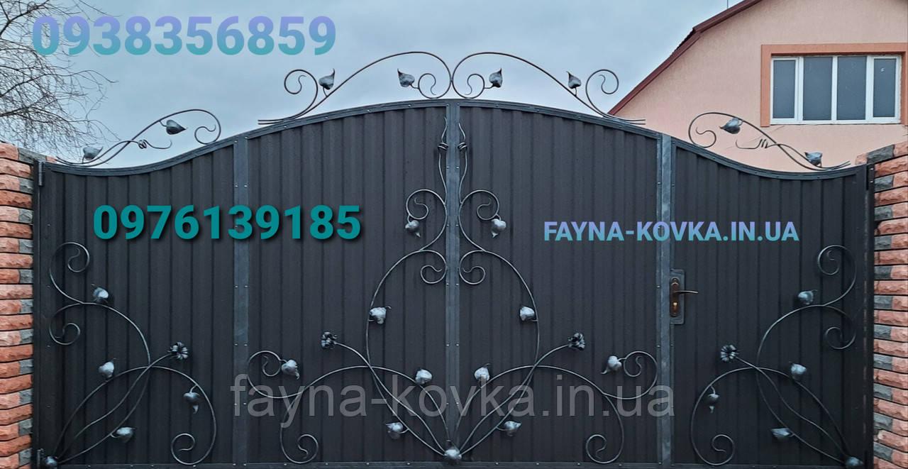 Ворота закрытые с калиткой в воротах 5552
