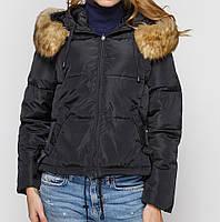 Короткая куртка женская черная с капюшоном, мехом. Наличие размеров смотрите в описании.