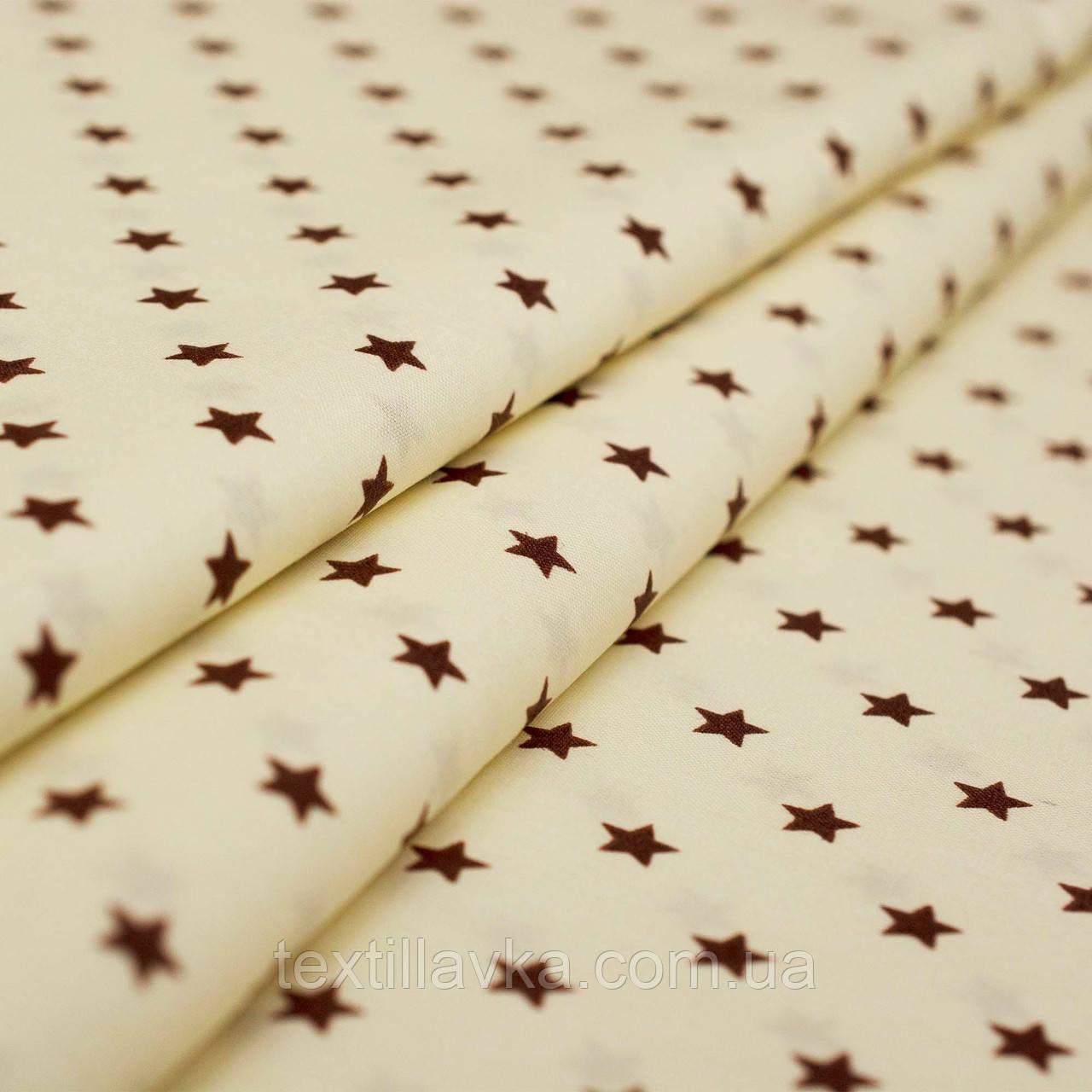 Ткань хлопок коричневые звезды на пастельно-желтом фоне