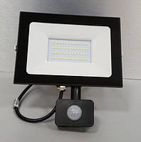 Прожектор светодиодный LED 50w 6500K IP65 4000LM 175-265V с датчиком чёрный, фото 1