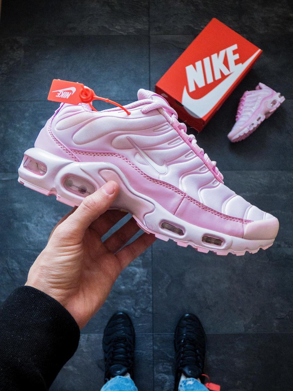 Женские кроссовки Nike Air Max Plus TN розовые