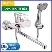 Смеситель для ванны латунный с длинным поворотным изливом носиком гусаком однорычажный с душем HB Eni 006