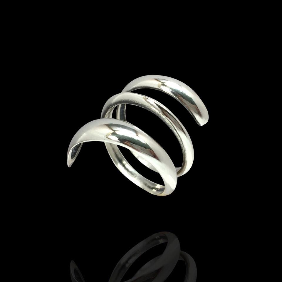 Кольцо серебряное в форме змеи. Размер 19