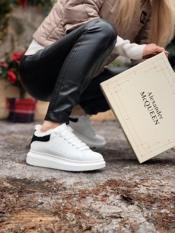 Женские кроссовки Alexander McQueen в стиле александр маккуин белые НА МЕХУ (Реплика ААА+)