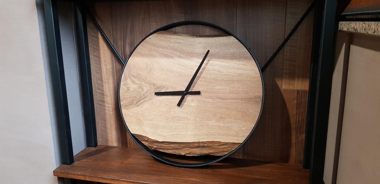 Настенные декоративные часы с массива грецкого  ореха. Диаметр-45 см