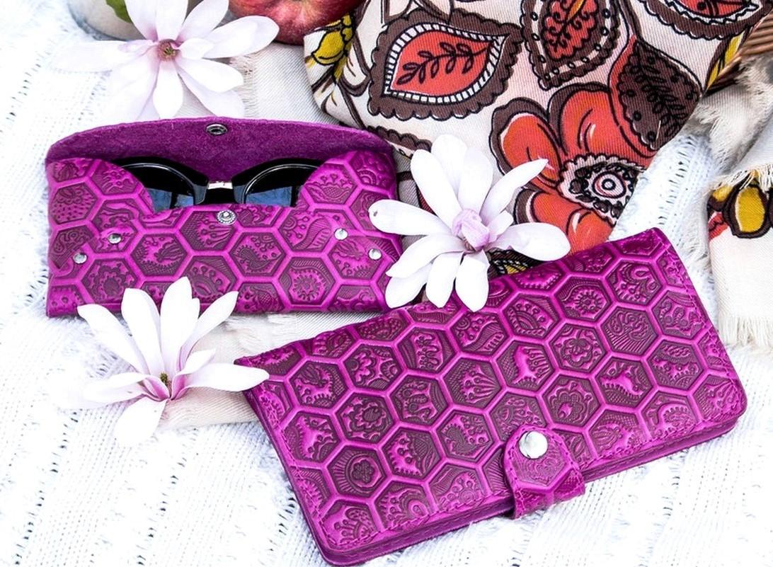 Кошелек кожаный женский Медовые соты фиолетовый, Подсолнух Солнце, Птицы Перо Цветы восточный узор петриковка