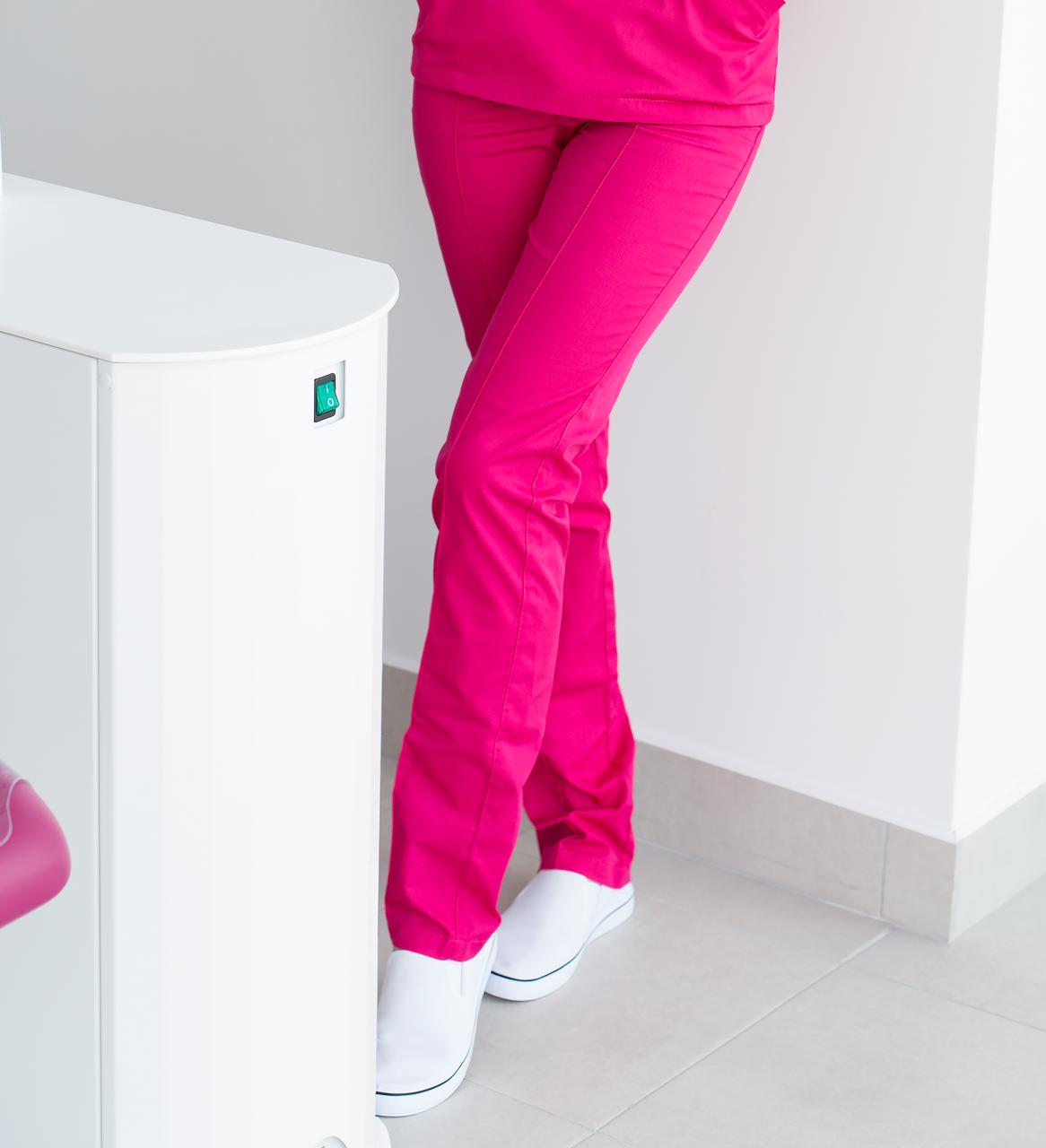 Медицинские женские брюки малина