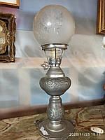 Лампа настольна з регулятором яскравості світла.