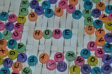Бусина флуоресцентная с буквами английского алфавита 10 на 6 мм