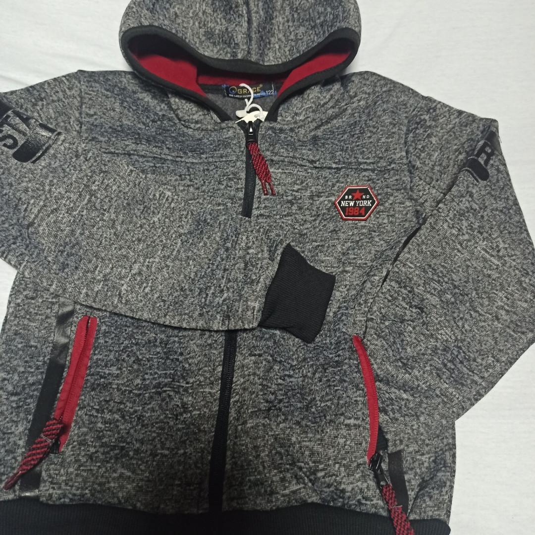 Толстовка модная нарядная красивая теплая стильная серого цвета с капюшоном и карманами для мальчика.