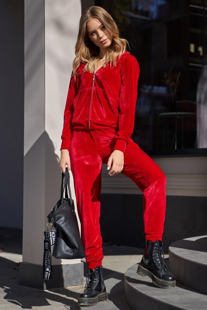 Женский красный велюровый костюм