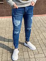 Модные мужские джинсы синие рваные узкие