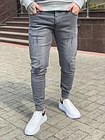 Модные мужские джинсы серые потертые