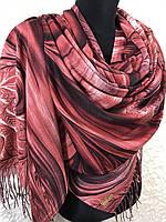 Женский красный палантин с красивым рисунком и бахромой