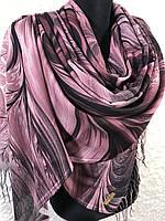 Женский бордово-розовый палантин с красивым рисунком и бахромой
