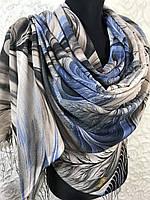 Женский бежево-синий палантин с красивым рисунком и бахромой