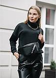 Стильная женская черная сумка бананка с черно-белой лентой поясная, через плечо матовая экокожа, фото 7