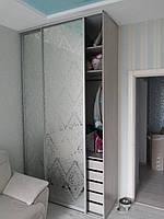 Зеркальный шкаф-купе с пескоструйным рисунком, фото 1