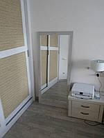 Зеркало в прихожую или спальню в деревянной раме