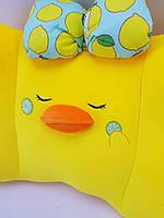 Жовта подушка у формі Качечки для сну і потишествий
