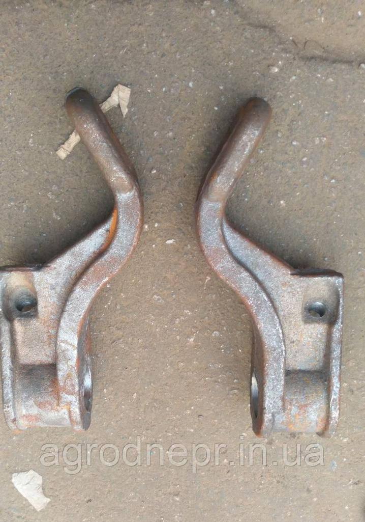 Кронштейн стяжки механизма задней навески Т-40 правый Т25-4628222-Е