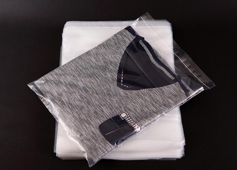 Пакеты упаковочные 20 микрон с липкой лентой. Размер 30 см*40 см, в упаковке 100 штук