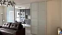 Межкомнатная перегородка с белым крашенным стеклом и скрытыми направляющими, фото 1