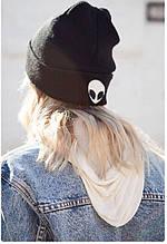 Модная шапка с инопланетянином