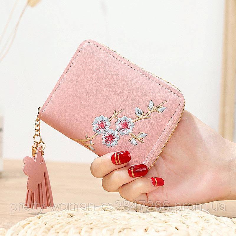 Небольшой женский розовый кошелек с вышивкой код 392