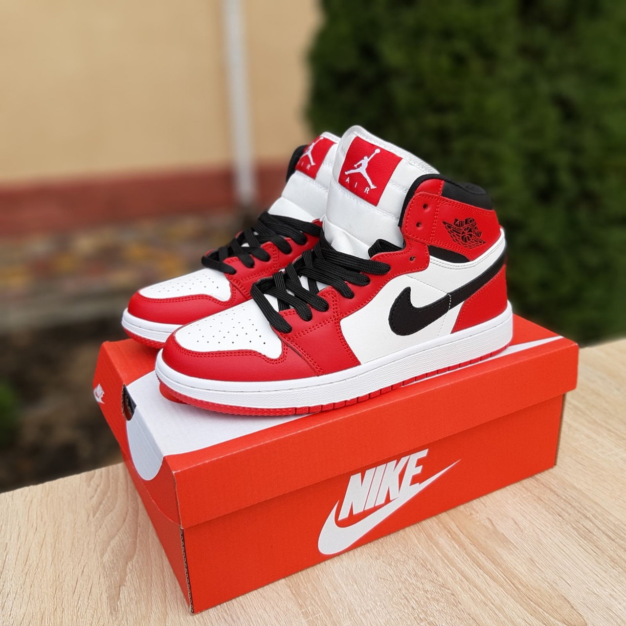 Мужские кроссовки Nike Air Jordan 1 Retro (белые с красным) ВЕСНА 10335