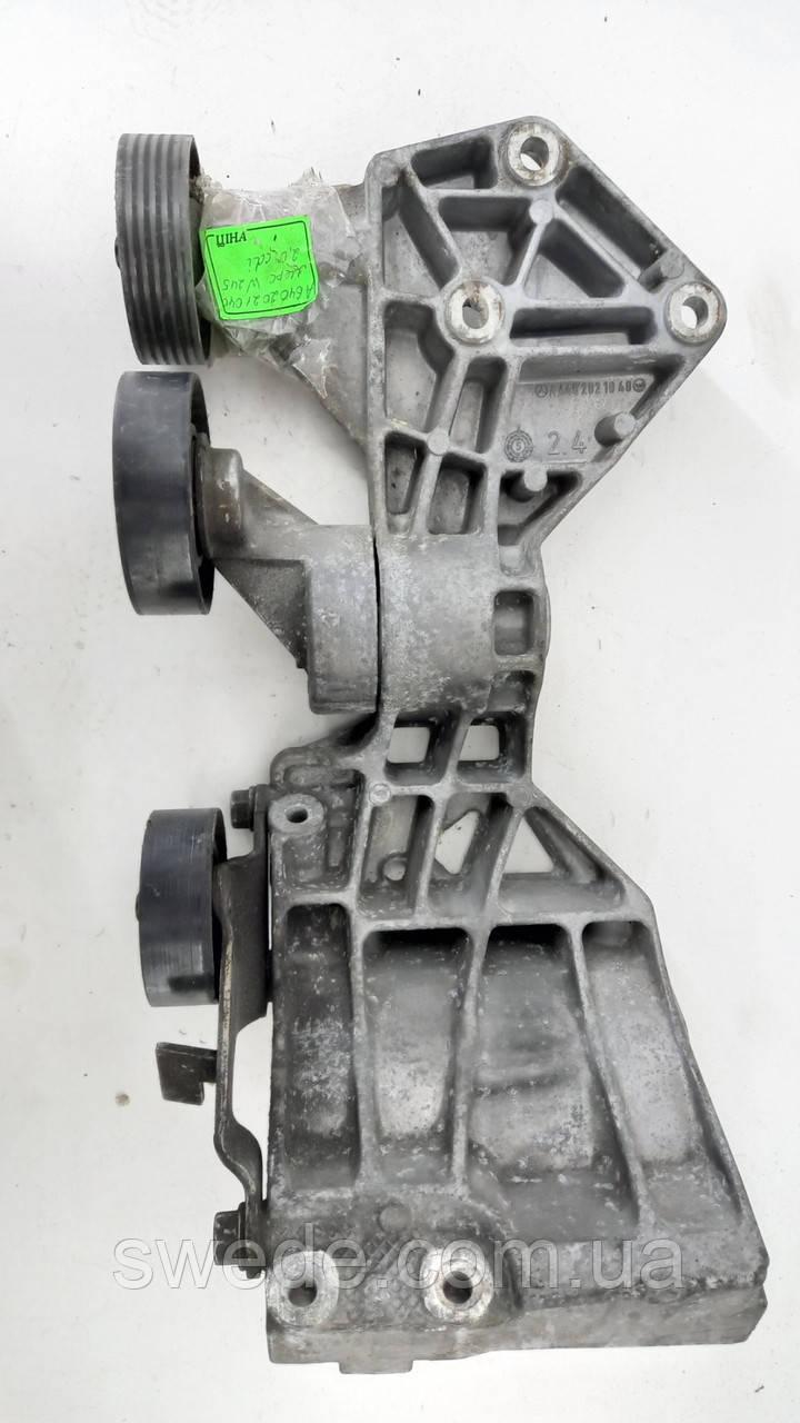 Кронштейн генератора Mercedes W245 W169 2.0 CDI 2005 гг A6402021040