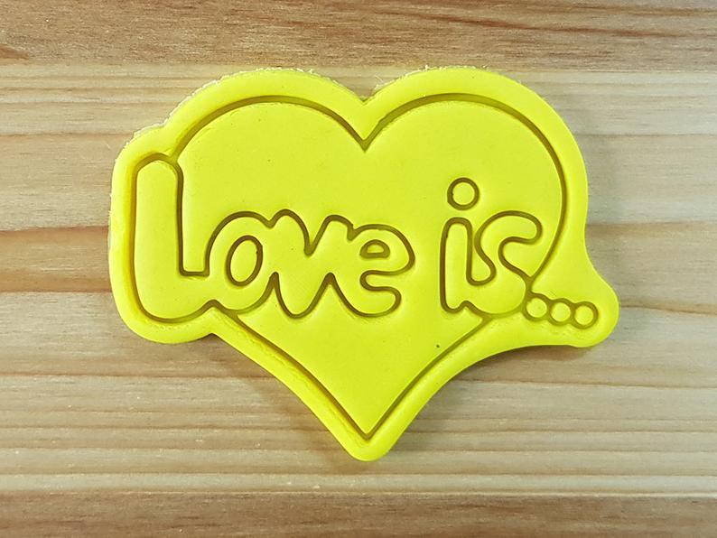 3Д Формочка ко Дню Влюбленных Love is...   Вырубка на день святого Валентина   Вырубка для пряников